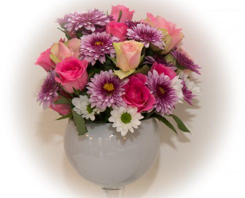 Kukka-asetelma syntymäpäiville